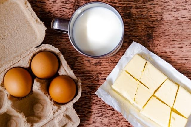 卵と牛乳とチーズ